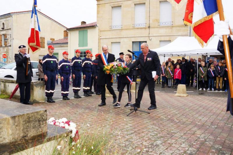2019-11-1142-Castelnau-Depot-de-gerbe