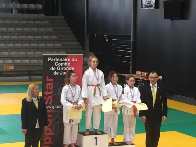 podium-leelou-julie-maena